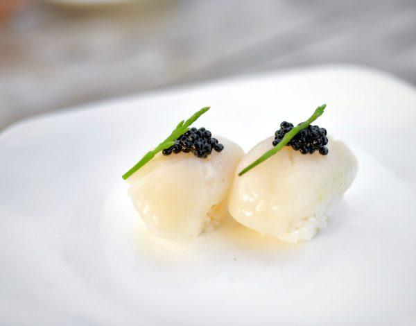 Scallop hotate sushi