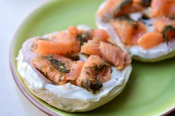 Lemon dill smoked salmon on bagels